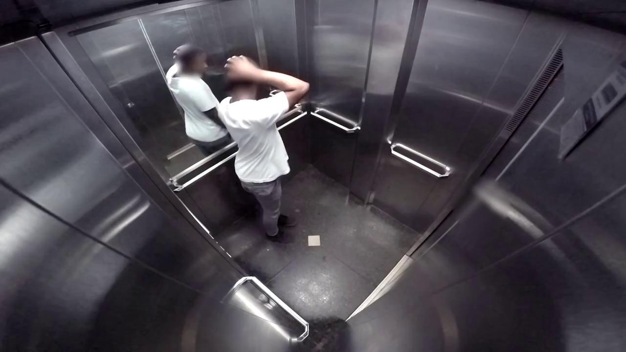 zastryal-v-lifte-s-telkoy